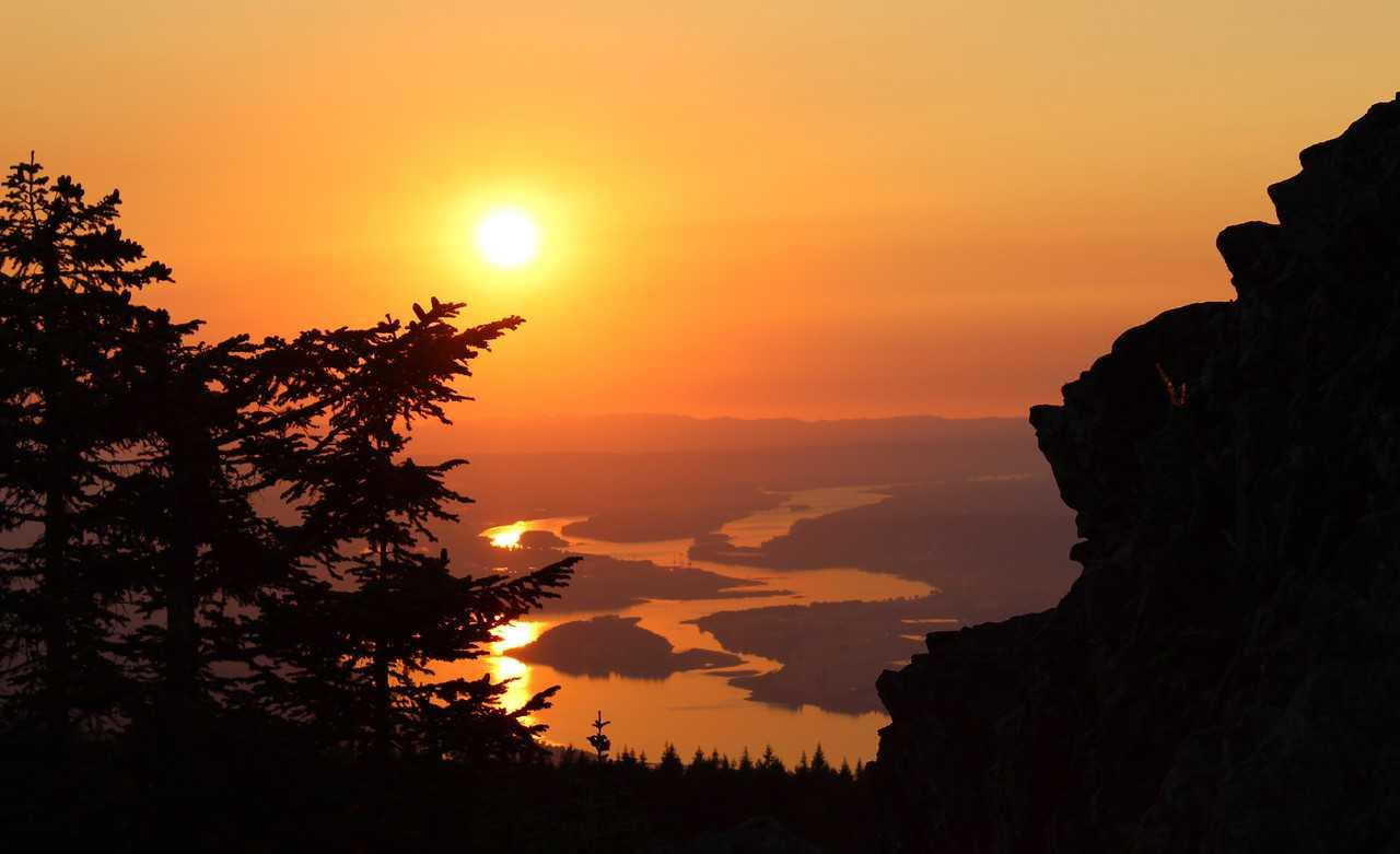 Larch Mountain, August sunset: Stan Robinson
